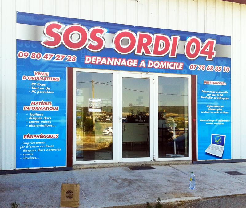 Devanture du magasin Sos Ordi 04 juste après l'installation